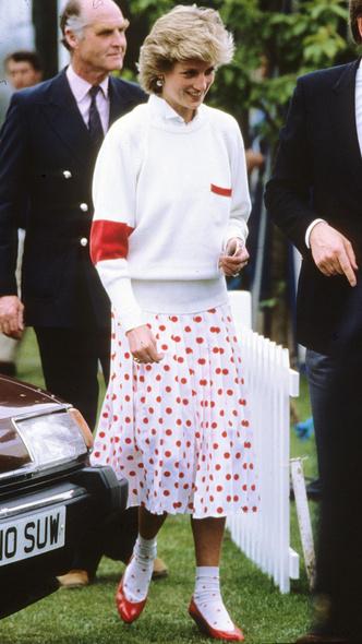 Фото №14 - Полька-дот: как королевские особы носят трендовый «горох»