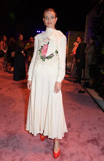 Фото №1 - Водянова, Бекхэм и другие звезды на арабском модном конкурсе