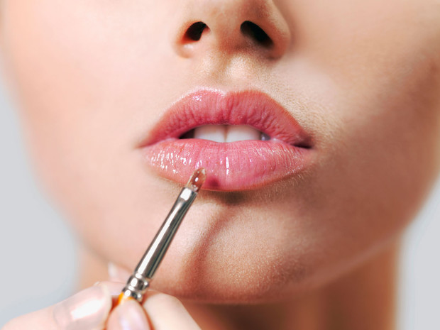Фото №1 - Почему хайлайтер ─ это новый карандаш для губ