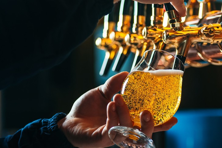 Фото №1 - Ученые посчитали, сколько пузырьков образуется в стакане пива