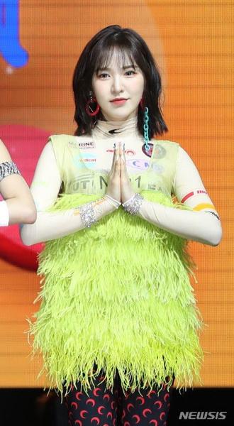Фото №3 - WTF: 8 самых странных луков в k-pop