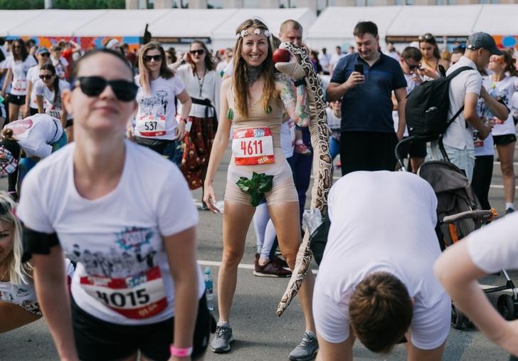 Фото №2 - Ева, смурфики и 5 тонн краски: в Москве прошел Красочный забег