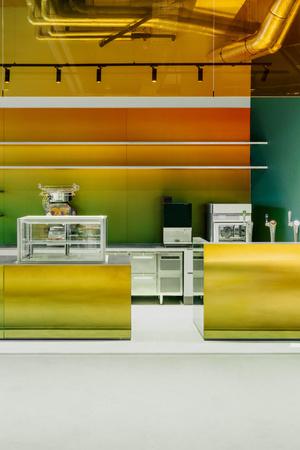 Фото №3 - Бар из цветного стекла в Лейдене