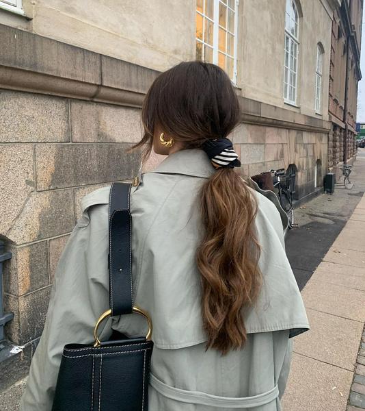 Фото №3 - Хвост как у Арианы Гранде и еще 7 стильных причесок для длинных волос