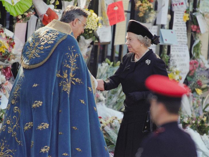 Фото №3 - Как смерть принцессы Дианы изменила отношение британцев к Королеве