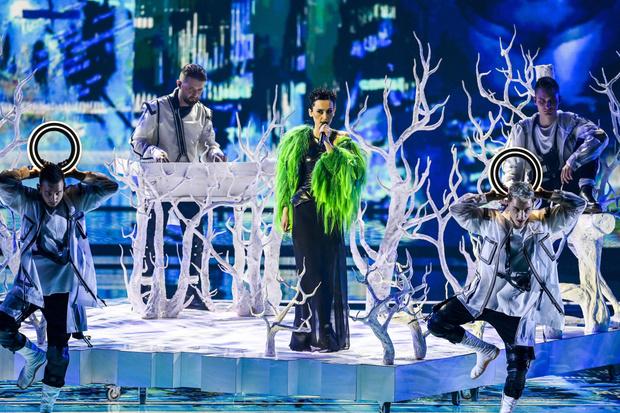 Фото №4 - Стразы и перья: самые эпатажные и смелые образы «Евровидения-2021»