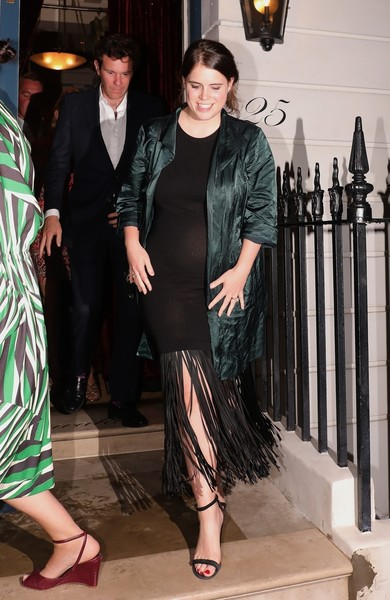 Фото №2 - Как выглядит одно и то же платье на располневшей принцессе Евгении и на худышке-модели
