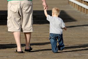 Фото №1 - Кого малыш любит больше: маму или папу?