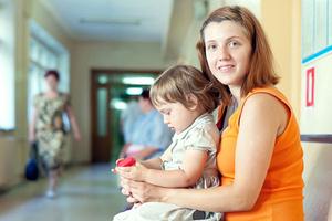Фото №1 - Нескучное ожидание: чем занять малыша в очереди— советы для разных возрастов