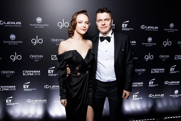 Фото №1 - 28-летняя Юлия Хлынина вышла замуж за миллионера из списка Forbes