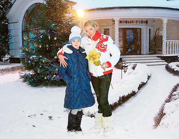 Фото №5 - Не айфон и не приставка: что просят у Деда Мороза дети звезд