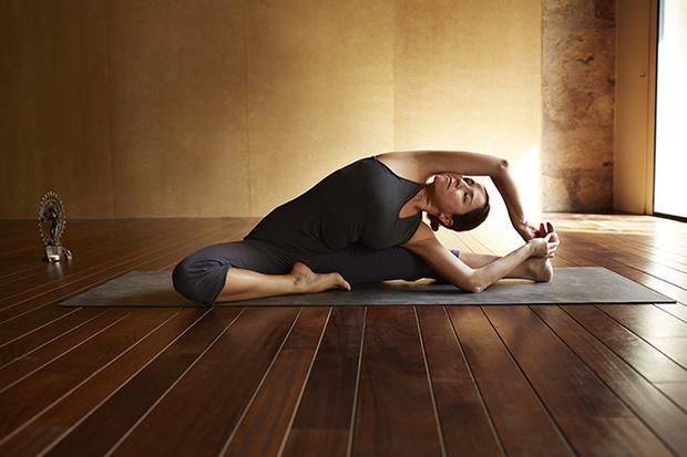 Фото №2 - 12 асан йоги, опасных для здоровья