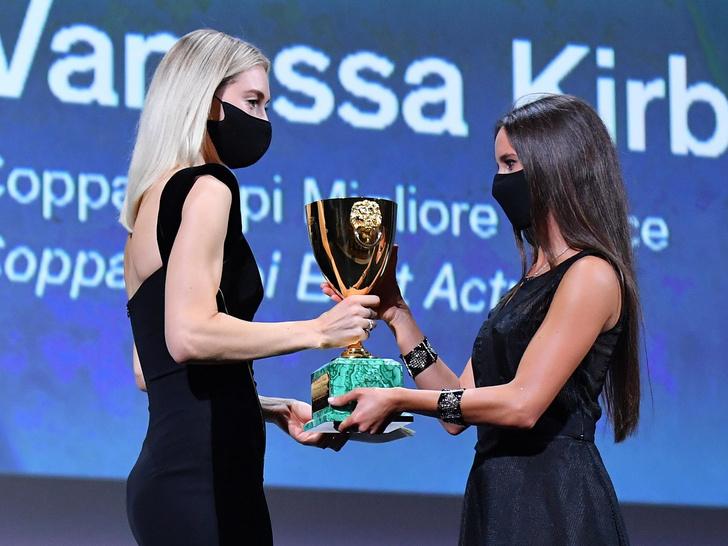 Фото №3 - Венецианский кинофестиваль 2020: лучшие образы церемонии закрытия