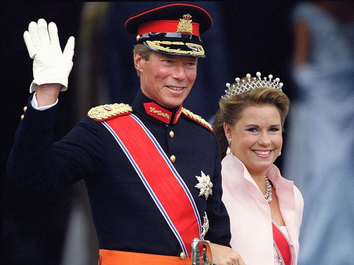 Фото №8 - Самые красивые и дорогие тиары королевской семьи Люксембурга