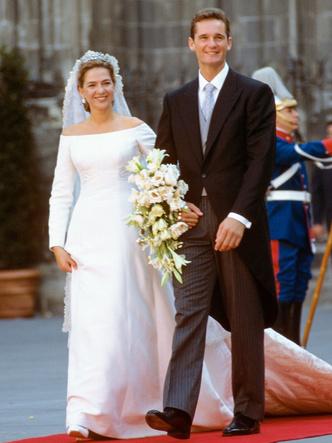 Фото №30 - Платья-близнецы: 15 слишком похожих свадебных нарядов королевских особ