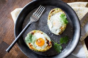 Фото №28 - 7 необычных и простых рецептов яичницы к завтраку