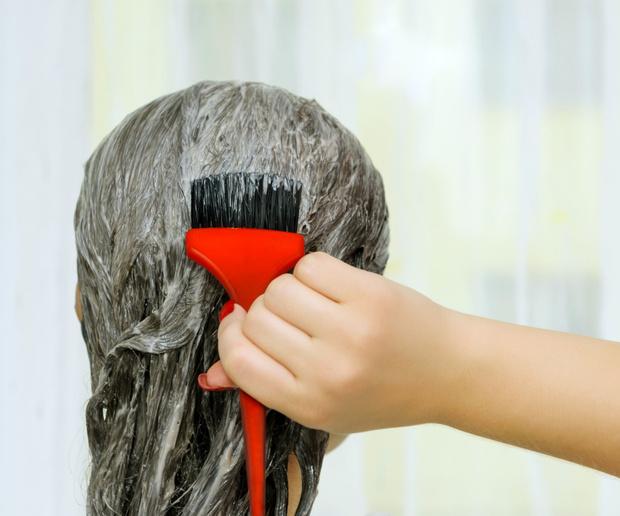 Фото №2 - Как правильно покрасить волосы в домашних условиях: рассказывает эксперт