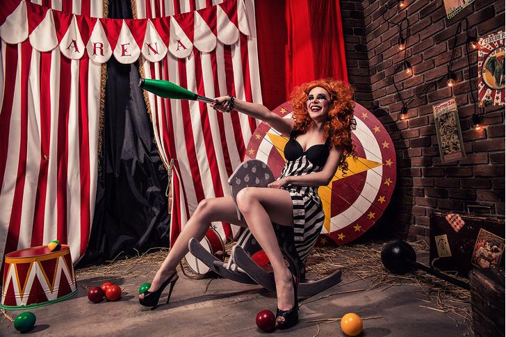 Фото №5 - Принцессы цирка: классификация девушек по фокусам, которых от них можно ждать