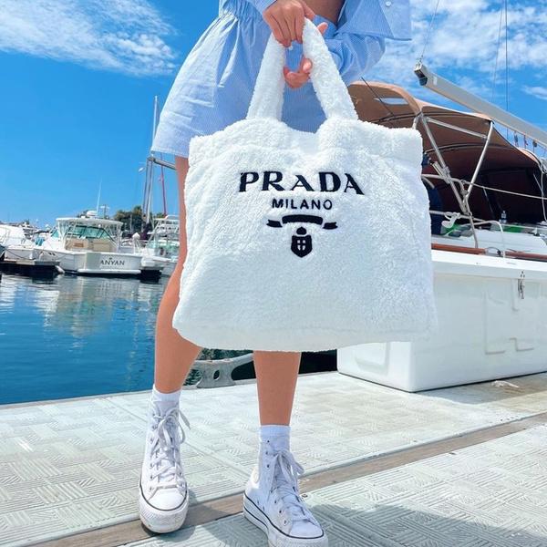 Фото №1 - Где купить милую плюшевую сумку как у Чарли Дамелио 😍