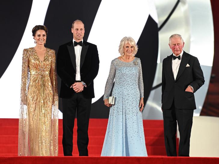 Фото №2 - «Золото» за стиль: новый и по-настоящему королевский выход Кейт (не обошлось без «привета» Меган)