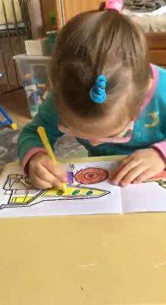 Фото №5 - «Видела посторонних— плакала и тряслась»: как сейчас живет маленькая Саша, которая шесть лет прожила в госпитале Лапино