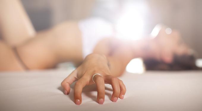 Оргазм во сне: как подарить себе эротическую фантазию?