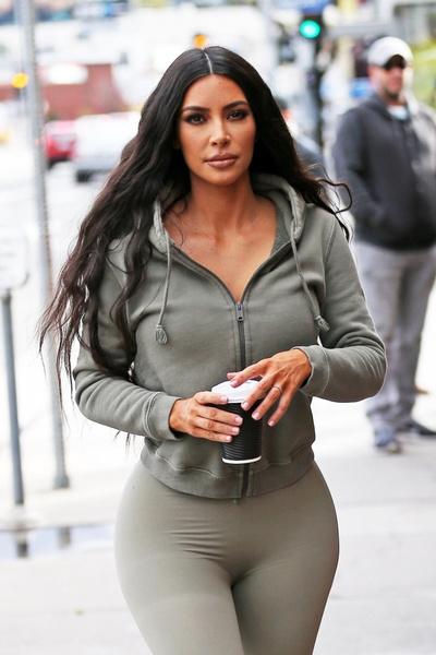 Фото №2 - Поклонники подозревают, что Ким Кардашьян снова сделала ринопластику