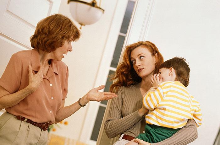 Свекровь говорит гадости ребенку про маму