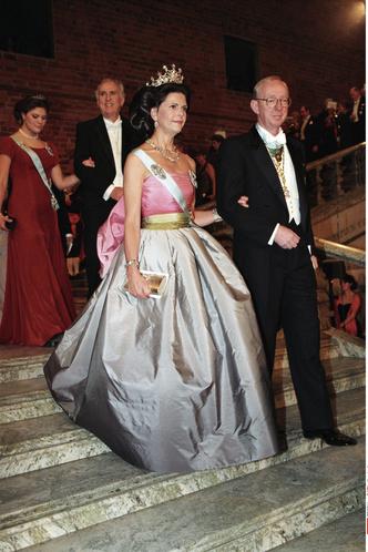 Фото №14 - Экомода: семь членов королевских семей, которые годами носят одни и те же вещи