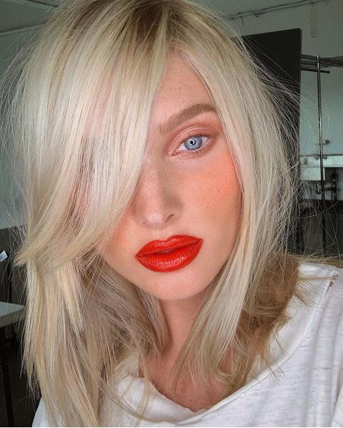 Фото №1 - Такой разный пепельный блонд: 20 оттенков и причесок 😍