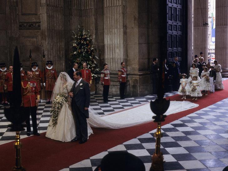 Фото №2 - Особенный и важный свадебный аксессуар принцессы Дианы, который никто не увидел