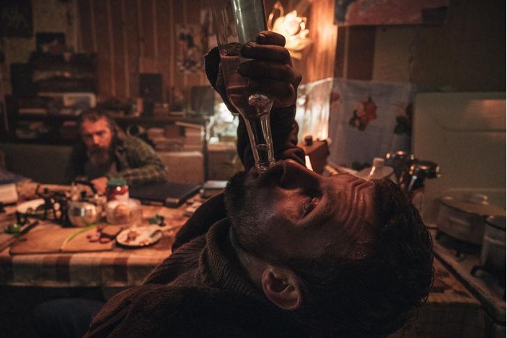 Фото №2 - MAXIM рецензирует самый обсуждаемый российский фильм года «Петровы в гриппе»