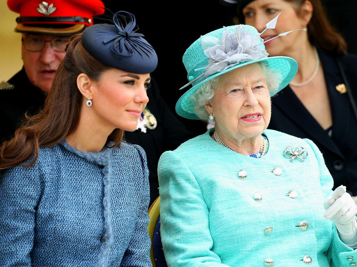 Фото №1 - Идеальная невестка: подарок, которым Кейт покорила Королеву