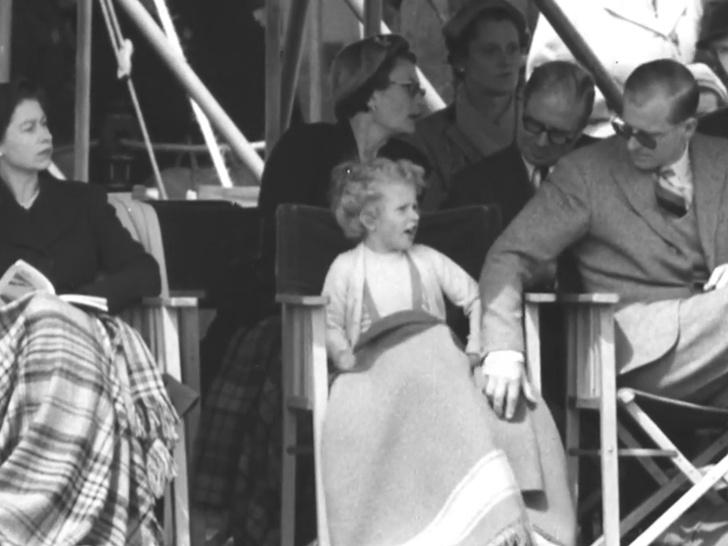 Фото №2 - Папина дочка: история самого милого фото принца Филиппа с маленькой Анной