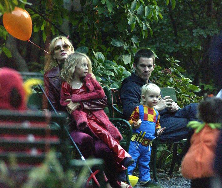 Ума Турман и Итан Хоук с детьми