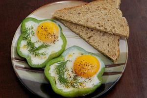 Фото №4 - 7 необычных и простых рецептов яичницы к завтраку