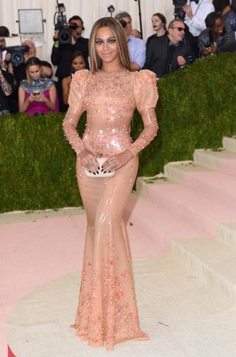 Фото №25 - Модные мученицы: самые неудобные платья звезд