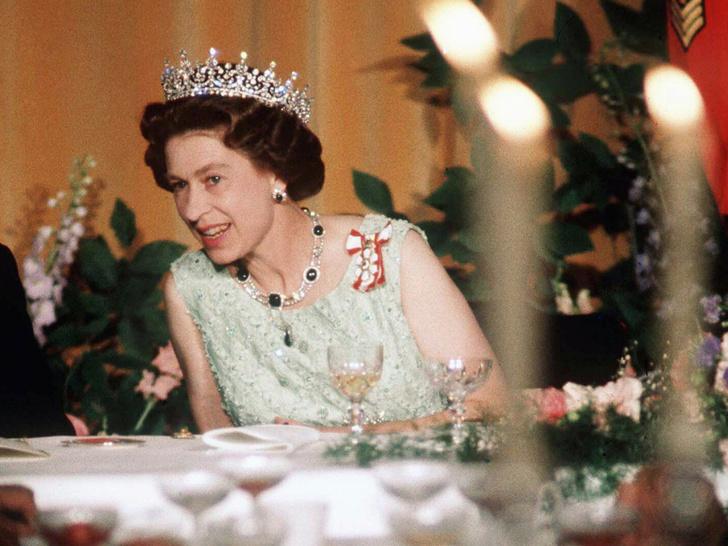 Фото №3 - Причуды королей: самая необычная пищевая привычка Елизаветы