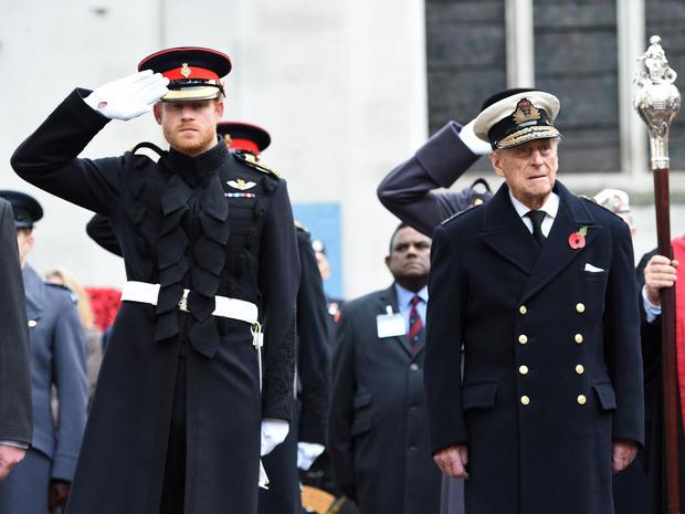 Фото №2 - Особая честь: о чем принц Филипп попросил Гарри перед «Мегзитом»