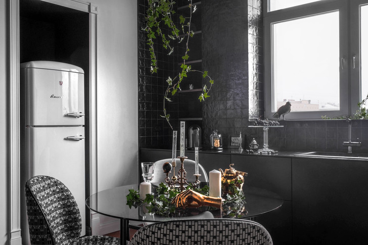 Фото №4 - Черно-белая квартира с панорамными обоями