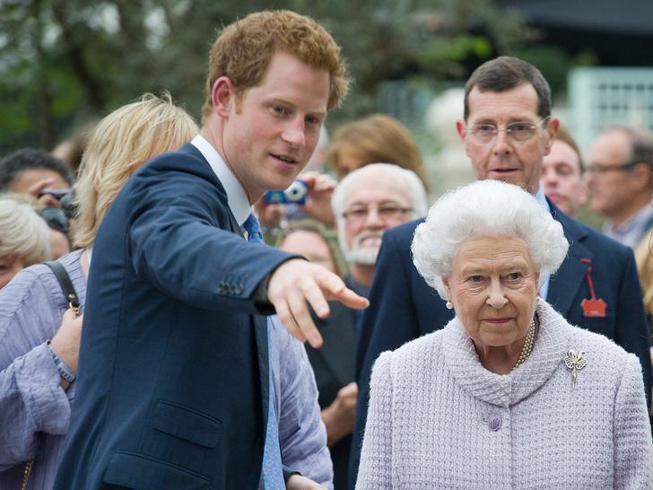 Фото №5 - От самого любимого внука до «врага семьи»: как менялись отношения принца Гарри и Королевы