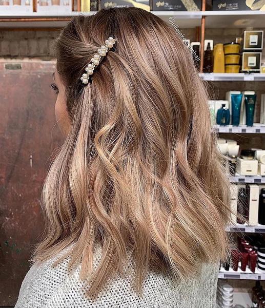 Фото №9 - Молочный цвет волос: самое модное окрашивание этого лета