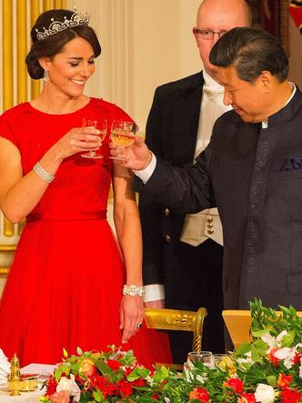 Фото №7 - Королевская сокровищница: самые дорогие украшения герцогини Кейт