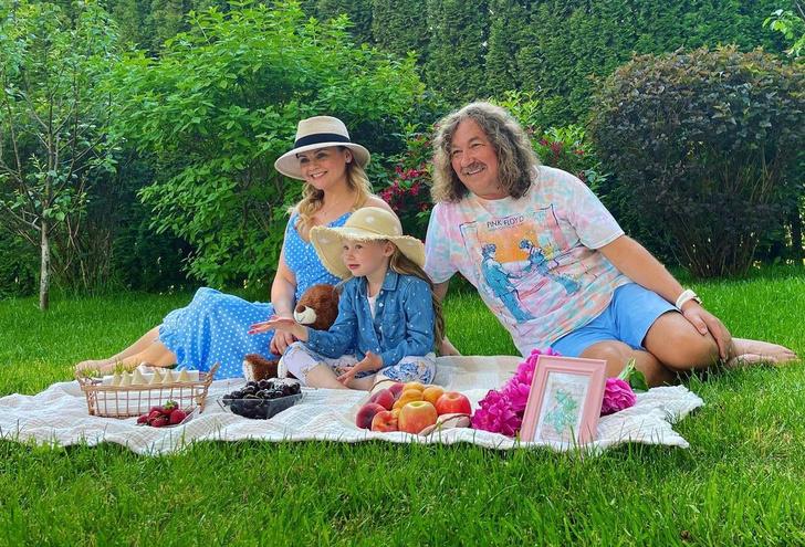 Игорь Николаев и Юлия Проскурякова с дочерью