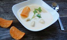 Овощной крем-суп с курицей и чипсами