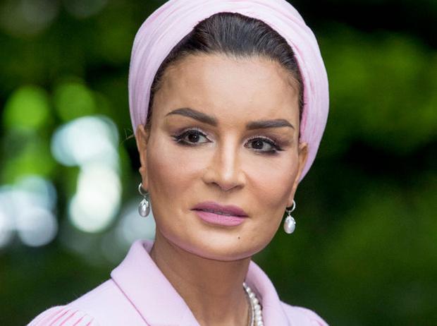 Фото №1 - Великолепная шейха Моза: как дочь мятежника стала «королевой сердец» Востока и иконой стиля