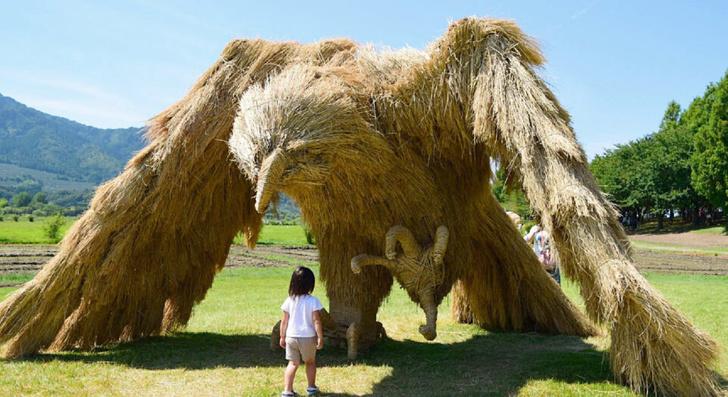 Фото №1 - Фестиваль скульптур из рисовой соломы в Японии