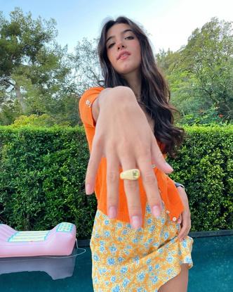 Фото №3 - Как носить оранжевый: учимся у Чарли Дамелио