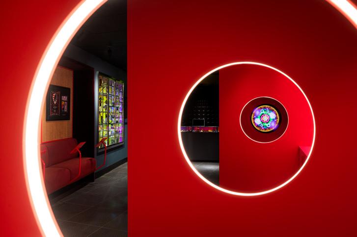 Фото №2 - Яркий магазин в Торонто