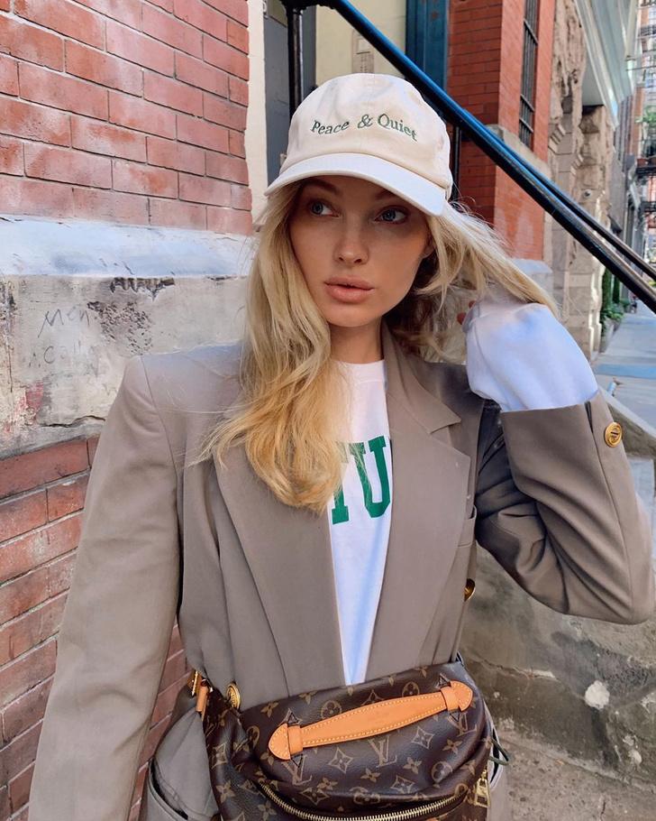 Фото №3 - Осенью носите поясную сумку с пиджаком, как это делает Эльза Хоск